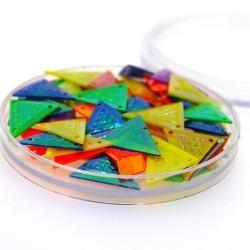 Lovertjes in rond doosje, driehoek, drie rijggaatjes, mix AB, 14 mm (5 gram)