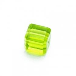 Glaskraal, vierkant met facetten, groen, 8x8 mm (10 st.)