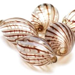 Mondgeblazen holle glaskraal, ovaal, bruin/wit, 34 x 12 mm (1 st.)
